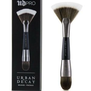 Urban Decay UD Pro Contour Shapeshifter F113 Brush
